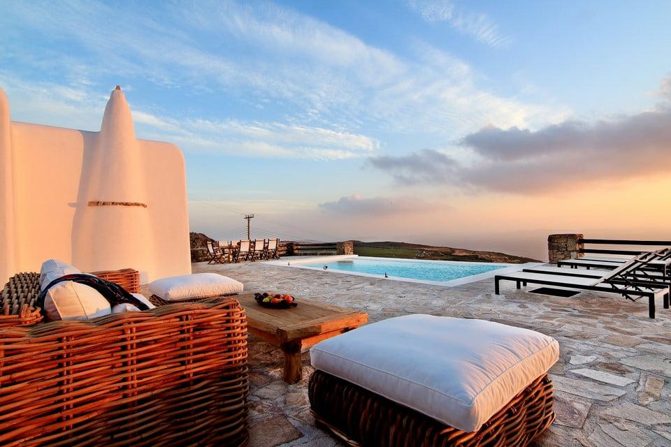 luxury villa outside mykonos
