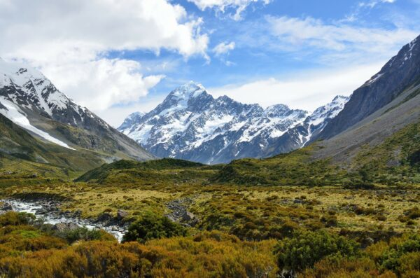 nature valley and mountains in new zealand as  a safe place to travel